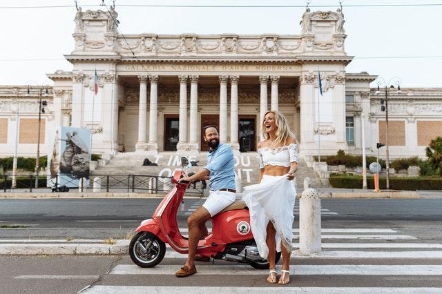 turyści w Rzymie
