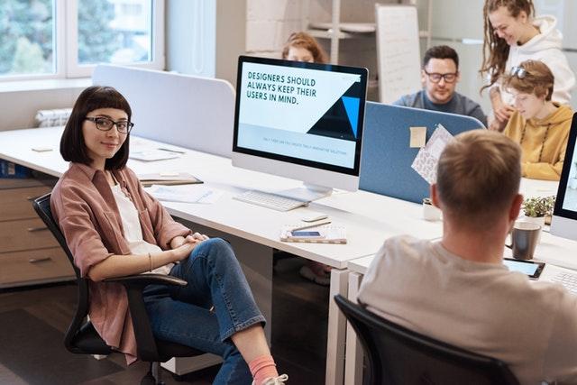 copywriterzy w biurze