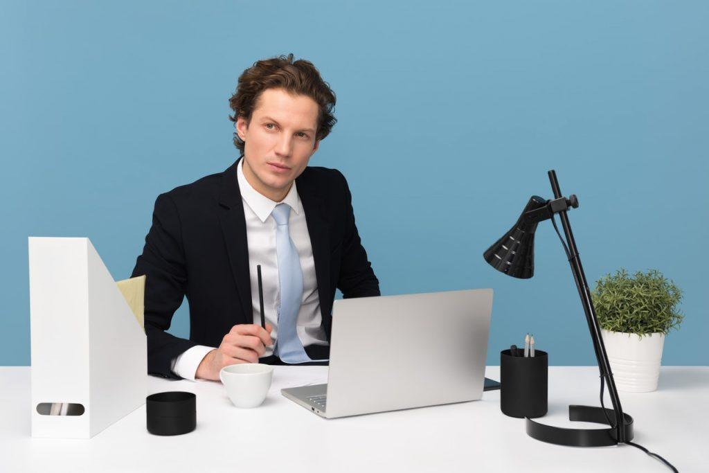 Tłumaczenia w firmie – pracownik znający język obcy czy outsourcing?